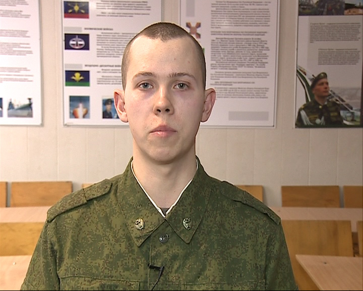 Свои поздравления с 23 февраля передает военнослужащий Дмитрий Давыдов