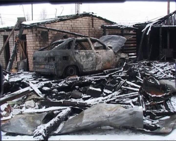 В Данилове горят гаражи