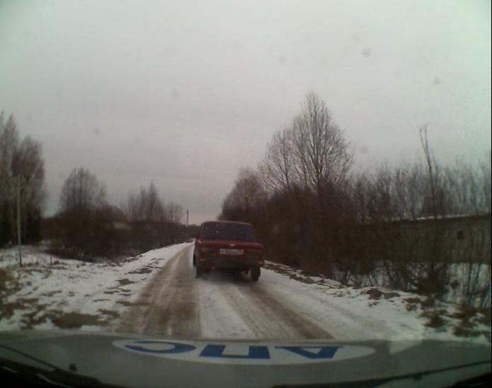 Экипаж Госавтоинспекции 40 километров преследовал легковушку