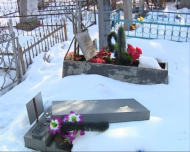 Неизвестные на Чурилковом кладбище сломали около 30 памятников