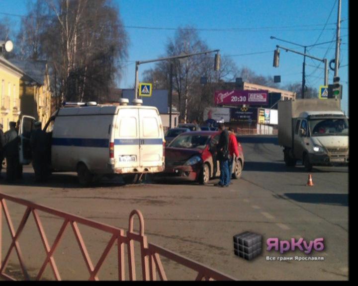 Авария: столкнулись полицейская «ГАЗель» и «Ниссан»