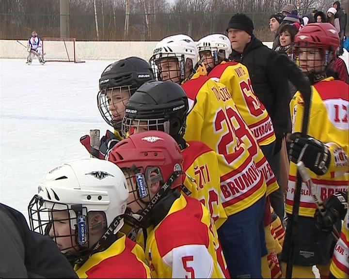 Проходят товарищеские встречи с чешскими хоккеистами