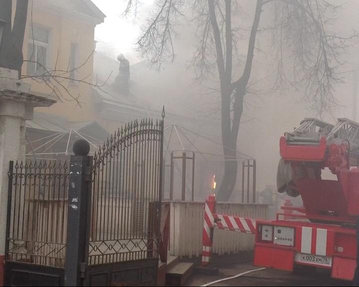 В центре Ярославля горит кафе