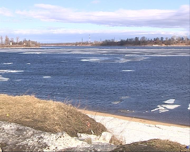 Сотрудники МЧС дважды спасали подростков со льдины