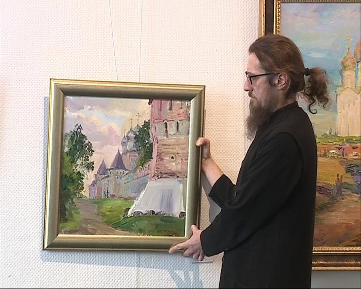 Будучи священником, он пишет картины и даже устраивает выставки