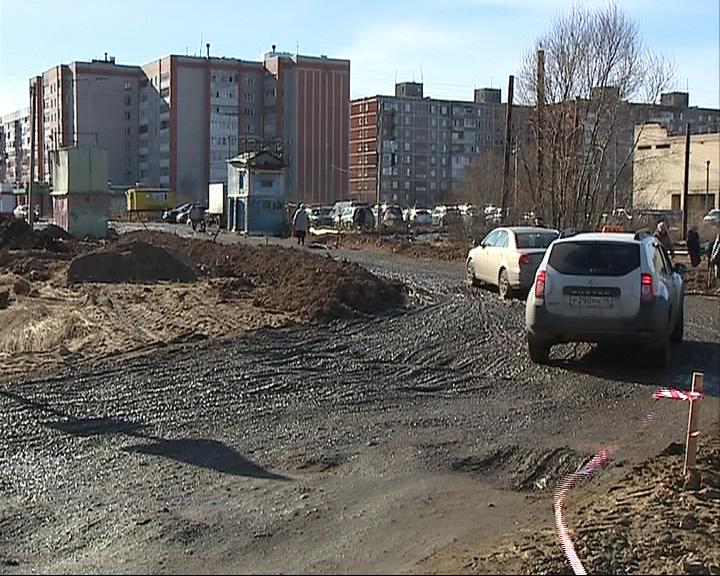 Жители Брагино вынуждены ходить, утопая в грязи