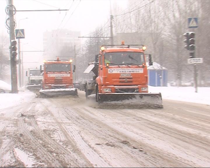 Снегоуборочные машины на дорогах Ярославля