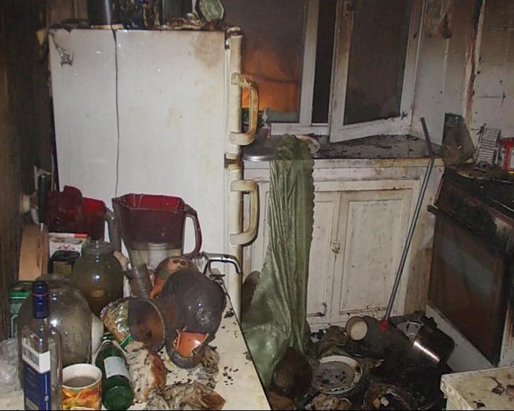 В квартире на пятом этаже загорелась кухня