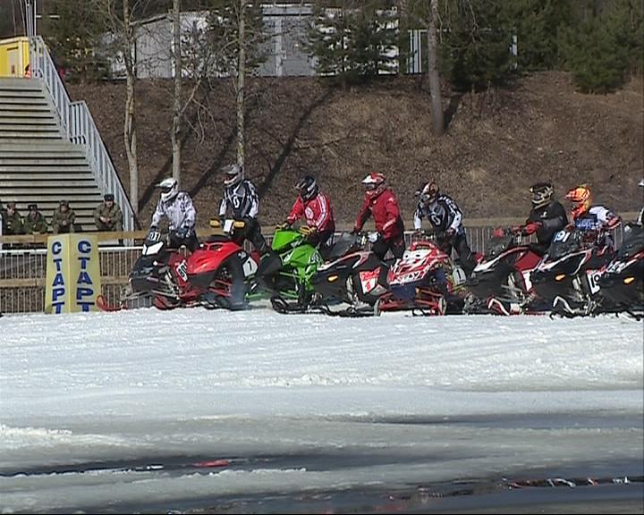 В «Демино» состоялся финал Кубка России по кроссу на снегоходах