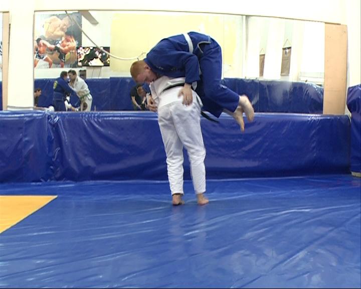 Двукратный чемпион мира по бразильскому джиу-джитсу Чиагу Гайа в Ярославле