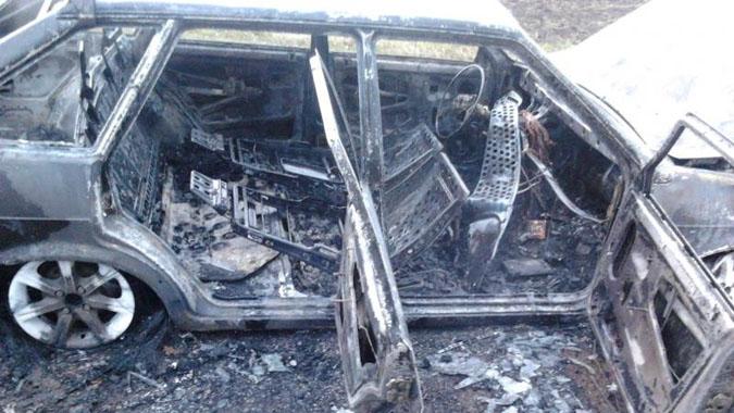 Огонь уничтожил две машины в Переславском районе