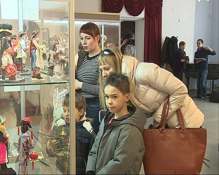 В музее-заповеднике открылась выставка кукол