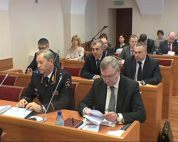 Николай Трифонов выступил с докладом о работе полиции за 2013 год