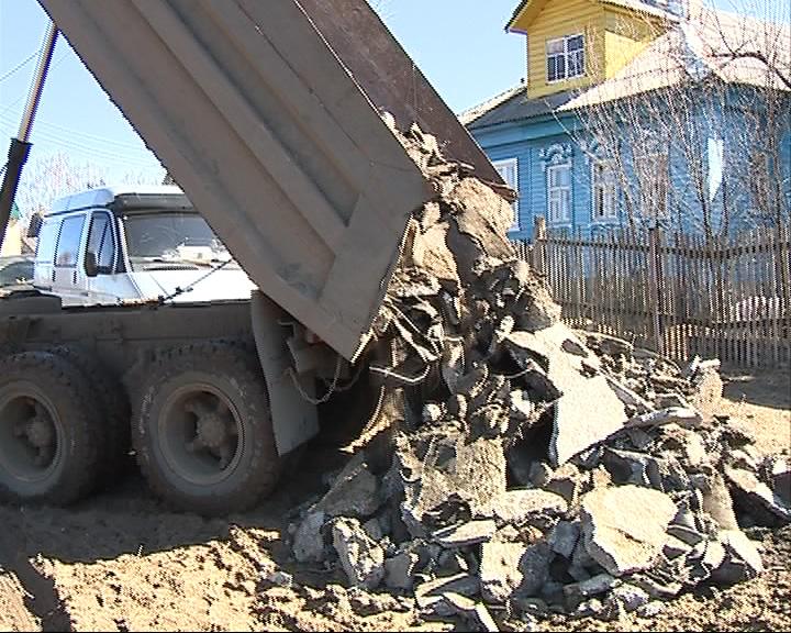 Жалоба жителей: к их дворам свозят строительный мусор