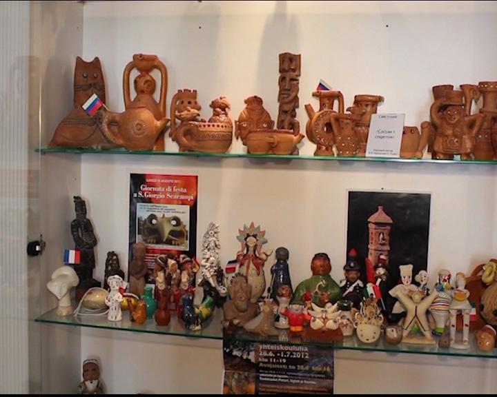 В Угличе открылась выставка «Музей свистульки»