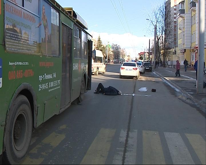 Под колесами троллейбуса погиб пешеход