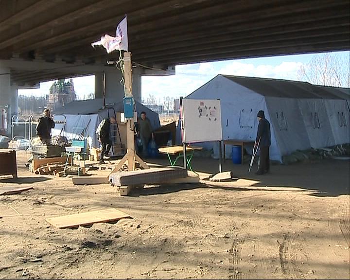 Палаточный лагерь для бездомных ликвидируют
