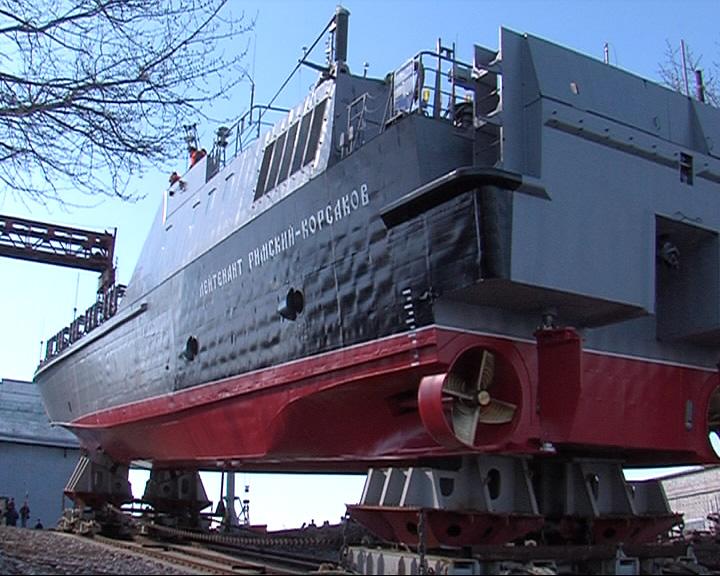 Торжественно спустили на воду новый десантный катер