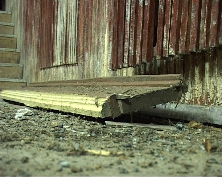 В зрительный зал местного ДК с потолка упала тяжелая деревянная доска