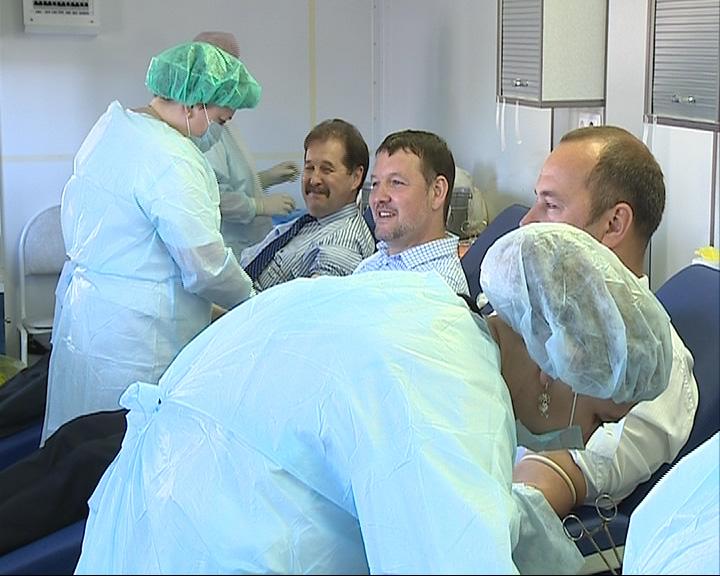 Ярославские чиновники сдали кровь