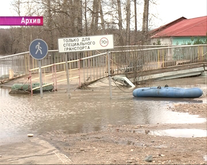 Пешеходный мост в Борисоглебском опасен для людей