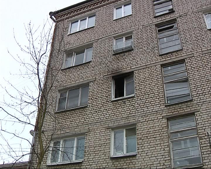 Спасаясь от огня, женщина спрыгнула с третьего этажа