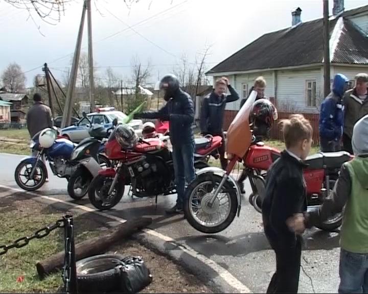 Посещение памятников героям войны на мотоциклах