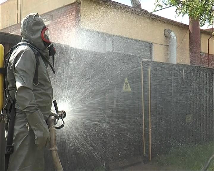 Аварийная бригада устраняет условную утечку хлора на станции водозабора
