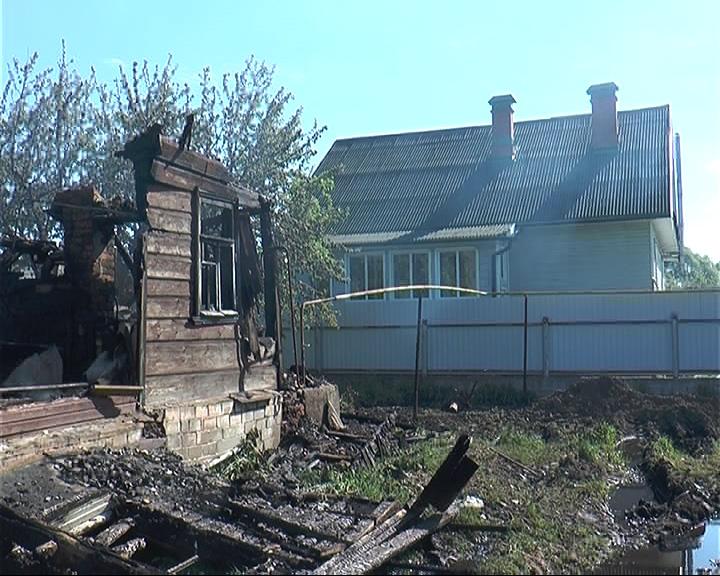 В частном секторе Переславля сгорел дом