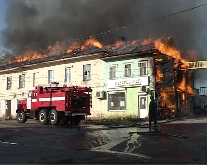 В Данилове горели магазины, почта и квартиры