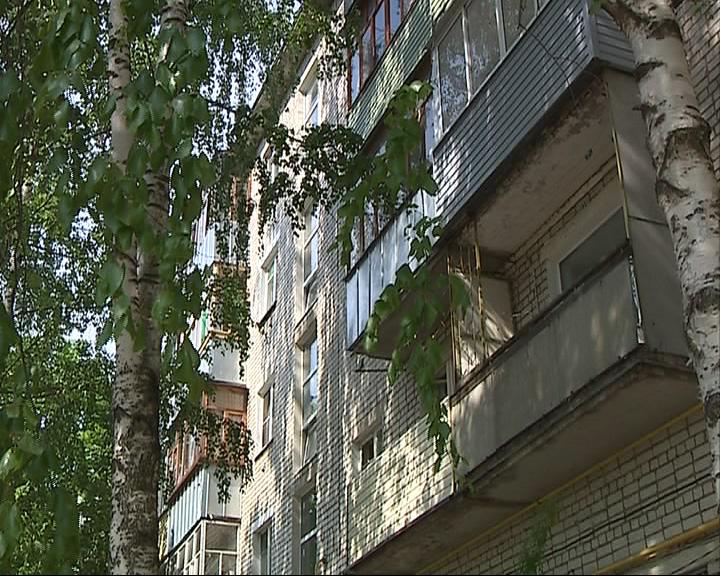 Из окна 3 этажа выпала двухлетняя девочка