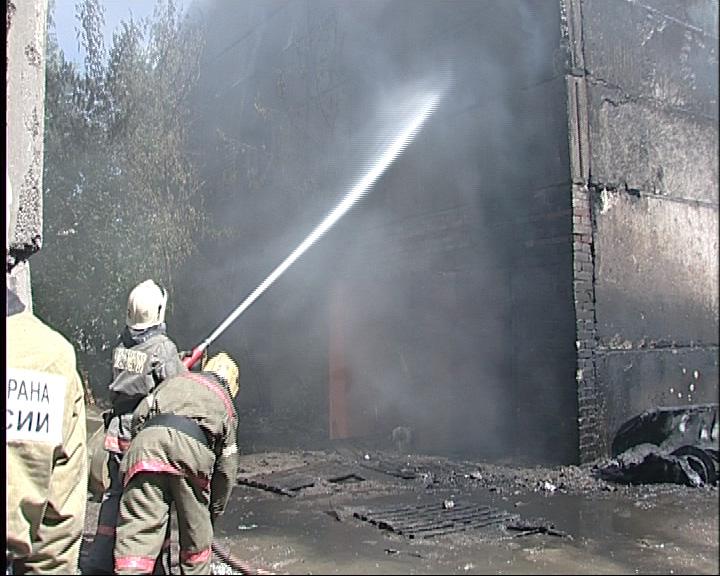 На проспекте Октября горел склад