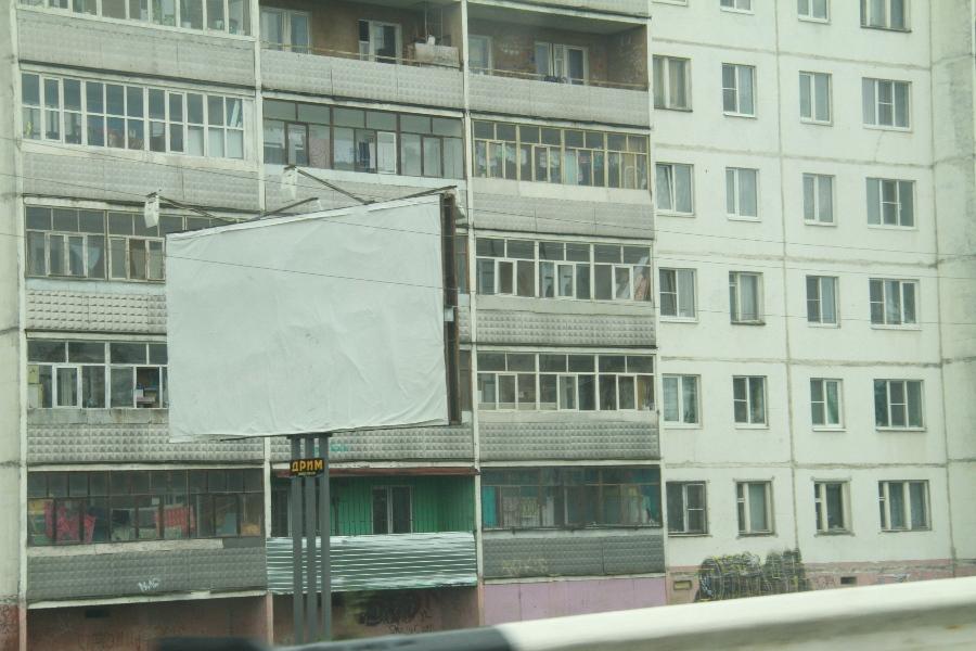 В Рыбинске сносят незаконные рекламные конструкции