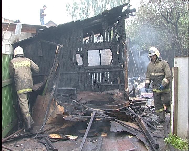 Во Фрунзенском районе Ярославля сгорел деревянный сарай