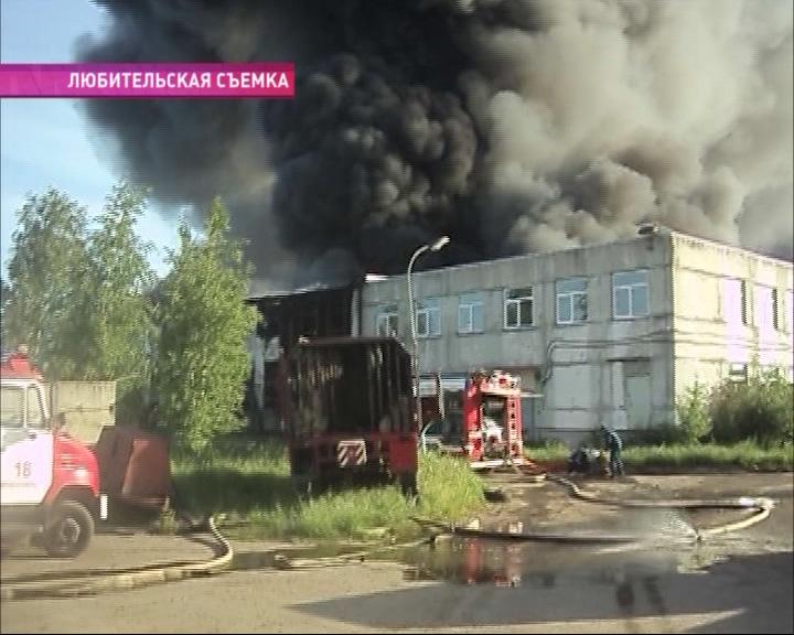 Пожар на заброшенном ламповом заводе