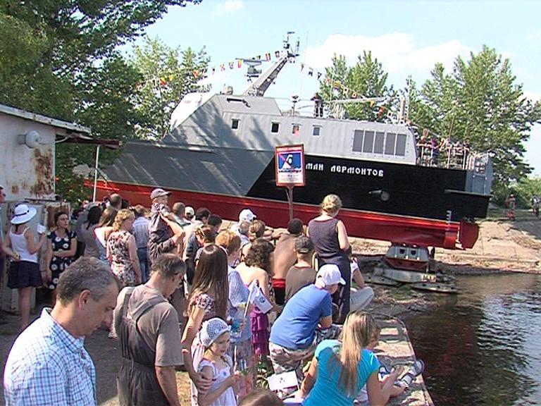 На воду спустили десантный катер «Мичман Лермонтов»