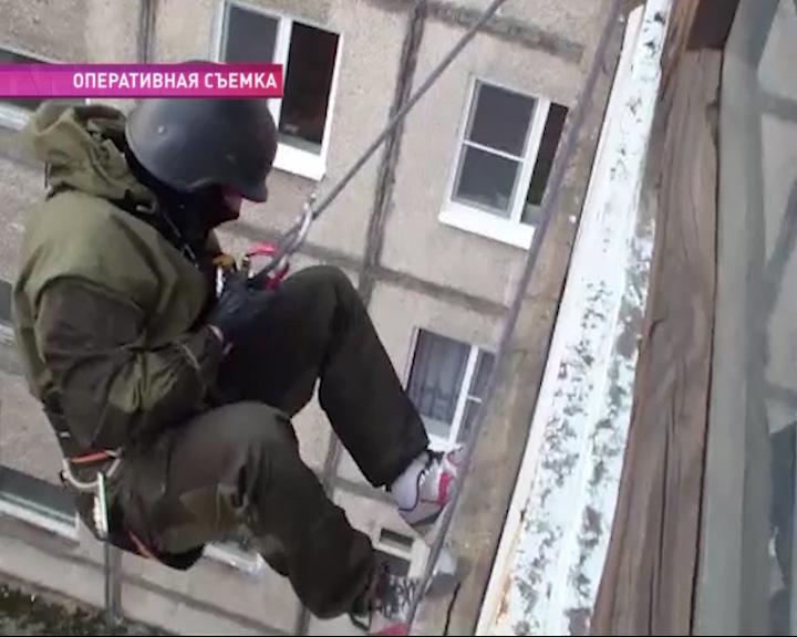 Сотрудникам наркоконтроля пришлось переквалифицироваться в альпинистов