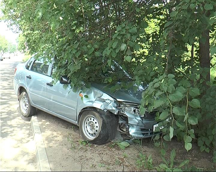 Хороший асфальт на улице Менделеева в Переславле вновь стал причиной аварии