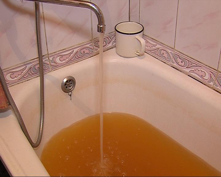 Вода из кранов течет исключительно ржавая