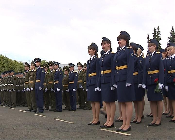 Выпускницам ракетного вручили дипломы