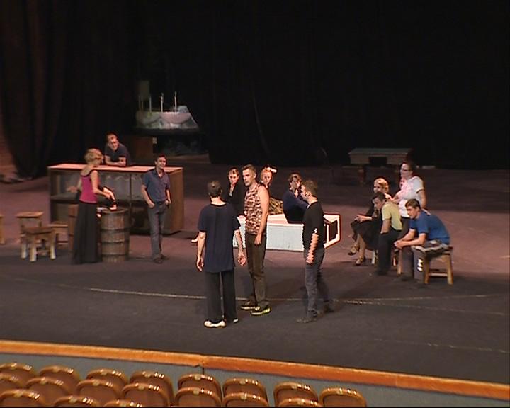 Актеры ТЮЗа готовятся к премьере спектакля «Алые паруса»