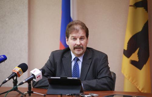 Александр Сенин подал в суд на Бориса Немцова