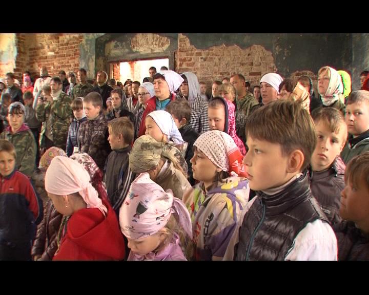 Школьники помогают в восстановлении сельских храмов