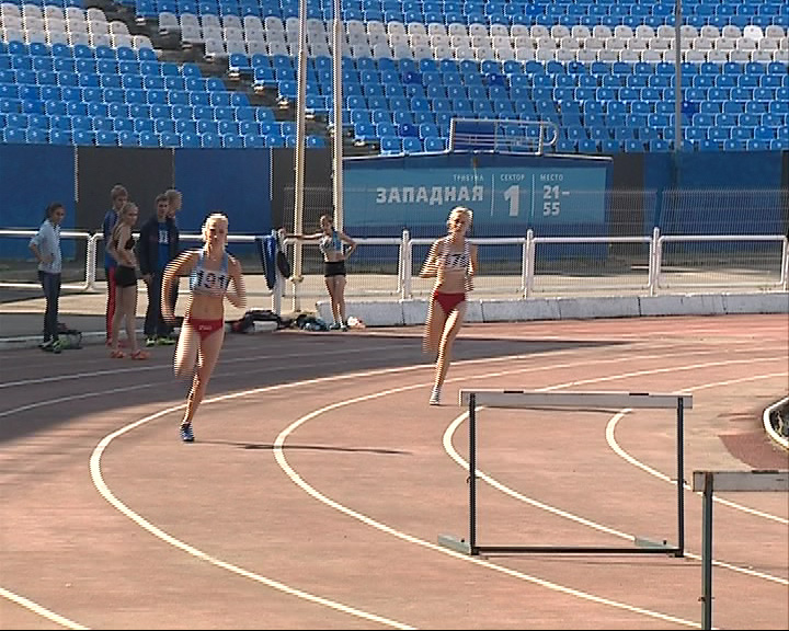 Стартовало первенство области по легкой атлетике среди юниоров