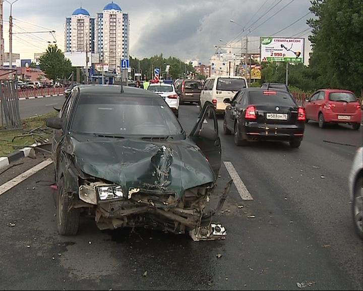 Серьезная авария на Московском проспекте стала причиной вечерней пробки