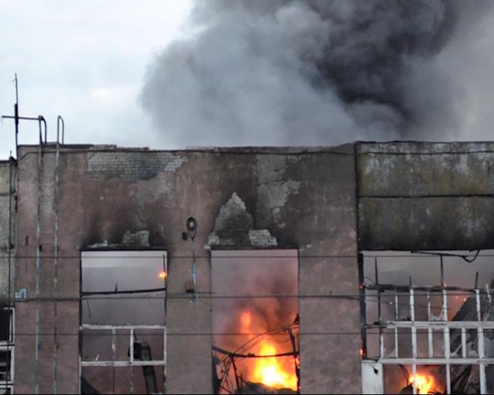 Пожар на моторном заводе в Ярославле