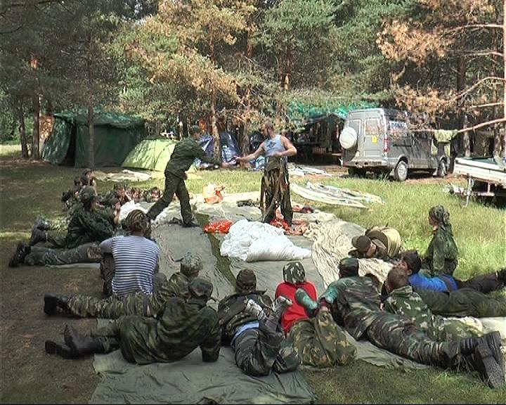 Детский патриотический лагерь начал свою работу