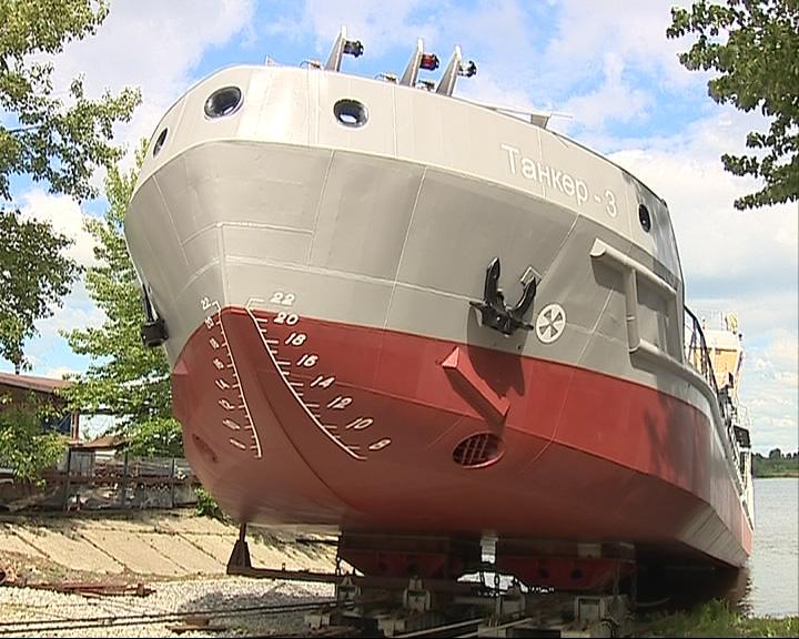 Спустили на воду первый, построенный после двадцатилетнего перерыва, танкер-бункеровщик