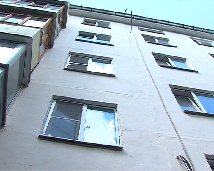 Домой к любимой парень полез через окно, но силы не рассчитал и упал вниз с 5 этажа