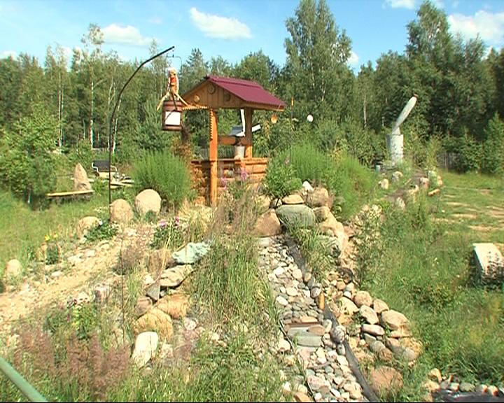 Свою деревню пенсионер превратил в музей природы под открытым небом
